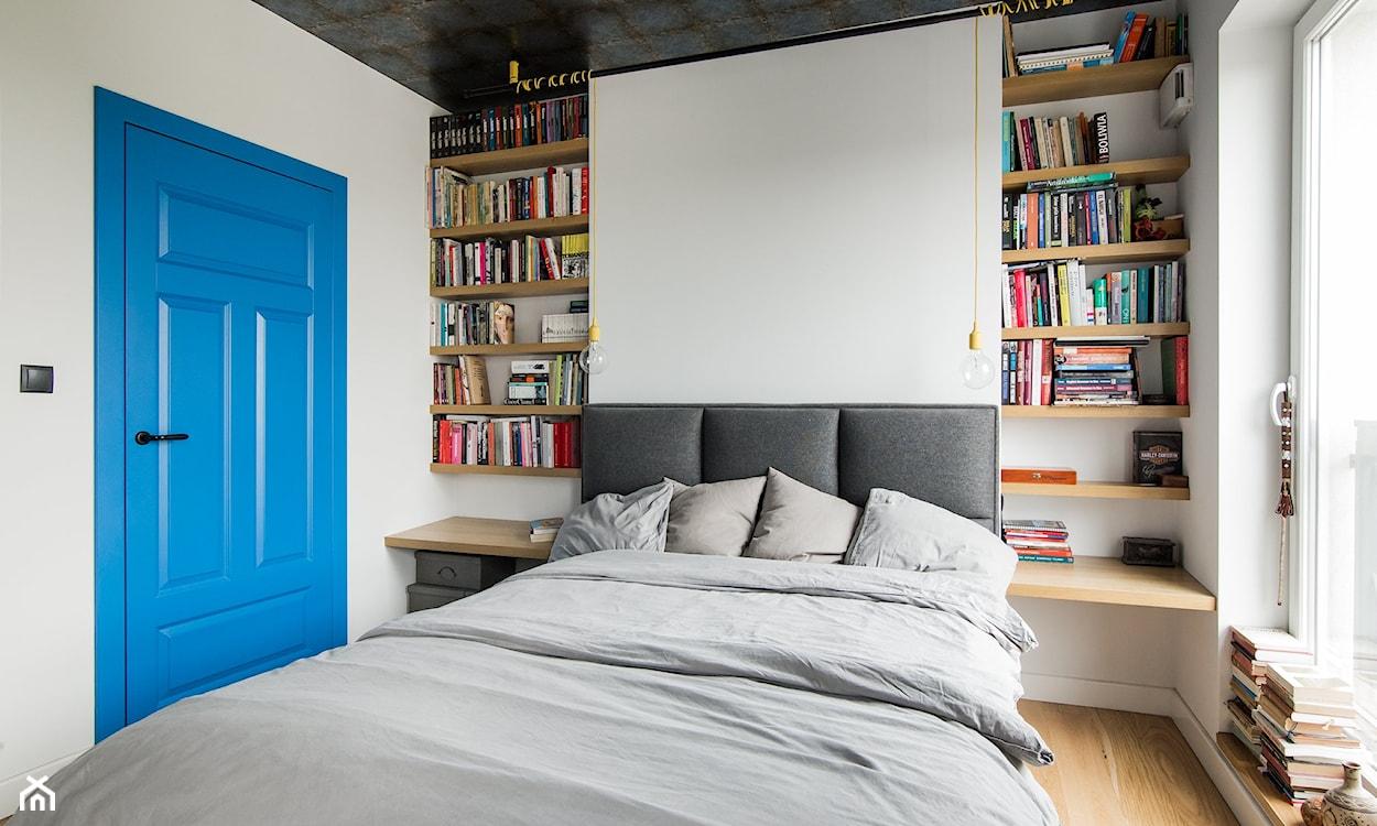 książki w sypialni, biblioteczka w sypialni