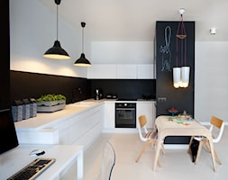 WILANÓW - Średnia otwarta biała czarna kuchnia w kształcie litery l, styl eklektyczny - zdjęcie od Sic! - Homebook