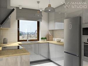 Skandi - Mała otwarta szara kuchnia w kształcie litery u z oknem, styl skandynawski - zdjęcie od Anava Studio