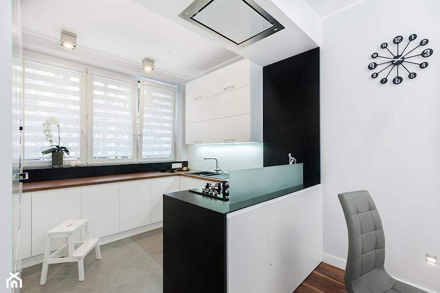 KUCHNIA W BIELI  zdjęcie od studio wnętrz URBAN DESIGN -> Kuchnia W Bloku W Bieli