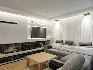 Elegancki dom w barwach ziemi - Mały biały salon, styl nowoczesny - zdjęcie od studio wnętrz URBAN-DESIGN