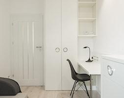 LUSTRZANY BLASK - Średnia biała sypialnia małżeńska, styl nowoczesny - zdjęcie od studio wnętrz URBAN-DESIGN - Homebook