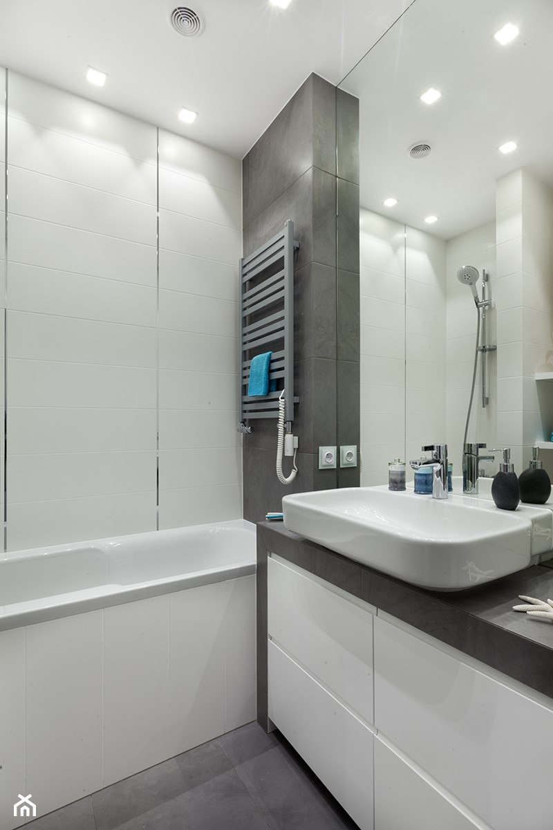łazienka W Szarości I Bieli Zdjęcie Od Studio Wnętrz Urban