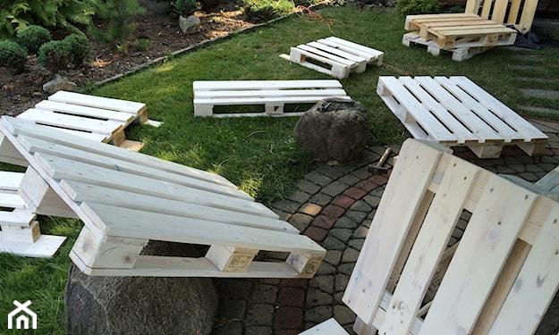 ławka ogrodowa z palet - montaż