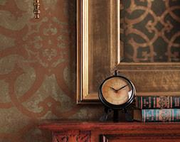 Mały beżowy brązowy salon, styl kolonialny - zdjęcie od AlmiDecor.com