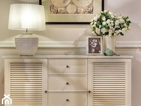 Aranżacje wnętrz - Sypialnia: Mała sypialnia, styl kolonialny - AlmiDecor.com. Przeglądaj, dodawaj i zapisuj najlepsze zdjęcia, pomysły i inspiracje designerskie. W bazie mamy już prawie milion fotografii!