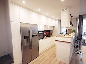 Kuchnia biała z połyskiem - zdjęcie od Pimp My House