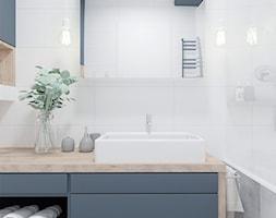 Niewielka łazienka z wanną - Duża szara łazienka w bloku w domu jednorodzinnym bez okna, styl nowoczesny - zdjęcie od Projekty Wnętrz LAURA KOZAK