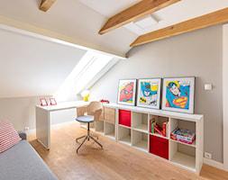 Mały szary pokój dziecka dla chłopca dla dziewczynki dla ucznia dla malucha, styl tradycyjny - zdjęcie od Jacek Bernatek