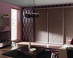 Salon KOMANDOR - Duży różowy fioletowy salon, styl tradycyjny - zdjęcie od Komandor - Wnętrza z Charakterem