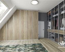 Garderoba KOMANDOR - Duża garderoba z oknem na poddaszu, styl nowoczesny - zdjęcie od Komandor - Wnętrza z Charakterem