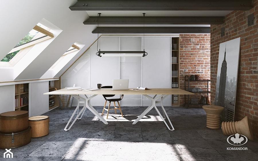 Aranżacje wnętrz - Biuro: Biuro - Duże biuro pracownia na poddaszu, styl industrialny - Komandor - Wnętrza z Charakterem. Przeglądaj, dodawaj i zapisuj najlepsze zdjęcia, pomysły i inspiracje designerskie. W bazie mamy już prawie milion fotografii!