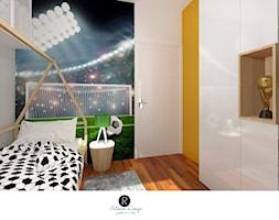 Pokój fanki piłki nożnej . Pokój nastolatki Pokój nastolatka. Piłka nożna, fototapeta stadion, boisko, zielona roleta, łózko domek, białe meble, czarna ściana,, ścianka wspinaczkowa, pokój sportowca, - zdjęcie od KATARZYNA ROŻEK R-INTERIOR DESIGN projektowanie wnętrz