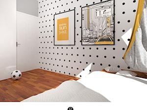 Pokój nastolatki ,, pokój nastolatka, pokój dziecka, pokój dziewczynki. Łózko domek. Drewno, biel, rolety. Podwieszany fotel. Wiszący fotel. Hamak, wiszący hamak, ściana w kropki, grafiki na ścianie - zdjęcie od KATARZYNA ROŻEK R-INTERIOR DESIGN projektowanie wnętrz