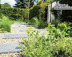 Ogród z paleniskiem - Mały ogród, styl nowoczesny - zdjęcie od Ogrodowe Szaleństwo