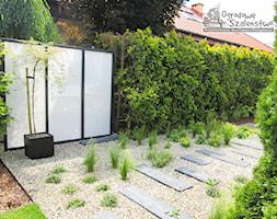 Ogród z paleniskiem - Średni ogród za domem, styl nowoczesny - zdjęcie od Ogrodowe Szaleństwo - Homebook