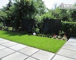Ogród z altaną - Średni ogród za domem, styl nowoczesny - zdjęcie od Ogrodowe Szaleństwo