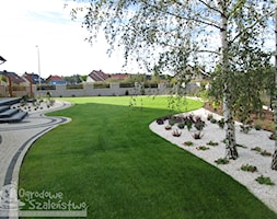 Ogród dla każdego - Duży ogród przed domem za domem, styl klasyczny - zdjęcie od Ogrodowe Szaleństwo - Homebook