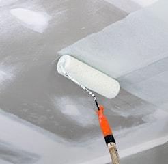 Gruntowanie ścian przed malowaniem: kiedy i jak gruntować?
