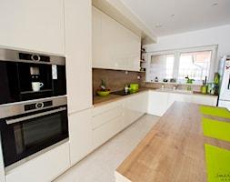 Kuchnia+w+kolorze+%C5%82amanej+bieli.+-+zdj%C4%99cie+od+Smart+Design+Sara+Tokarczyk