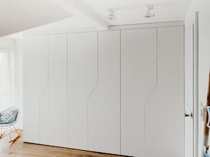 Nowoczesne szafy w sypialni \ biały mat