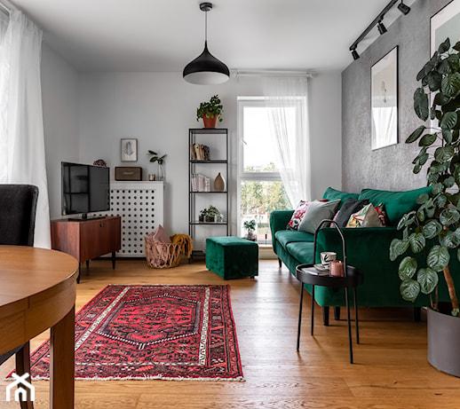 Zielona kanapa w salonie – jak dobrać ją do stylu wnętrza? 5 inspiracji