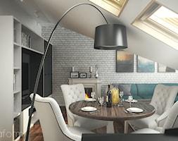 Projekt mieszkania na poddaszu. - Mały szary biały salon z jadalnią, styl tradycyjny - zdjęcie od hexaform