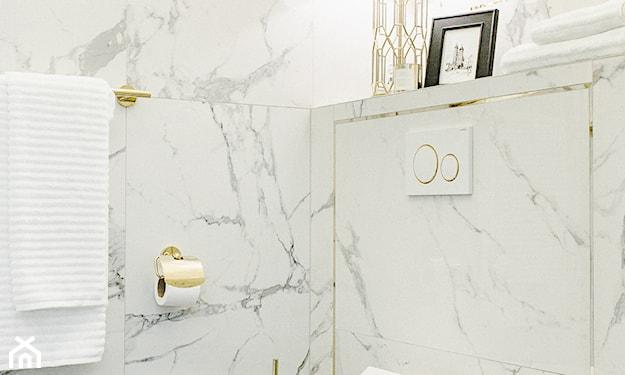 złote akcesoria do łazienki