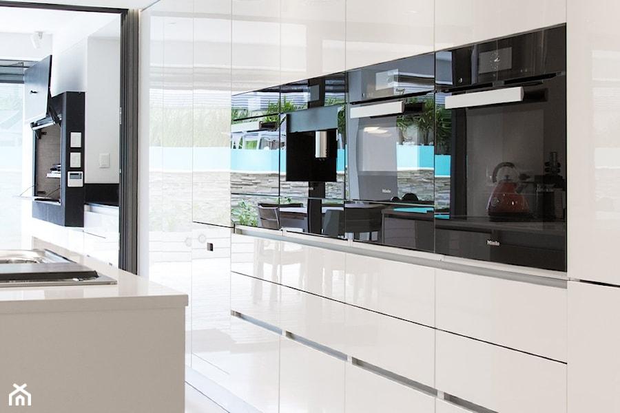 Kuchnia - Średnia kuchnia, styl nowoczesny - zdjęcie od REHAU