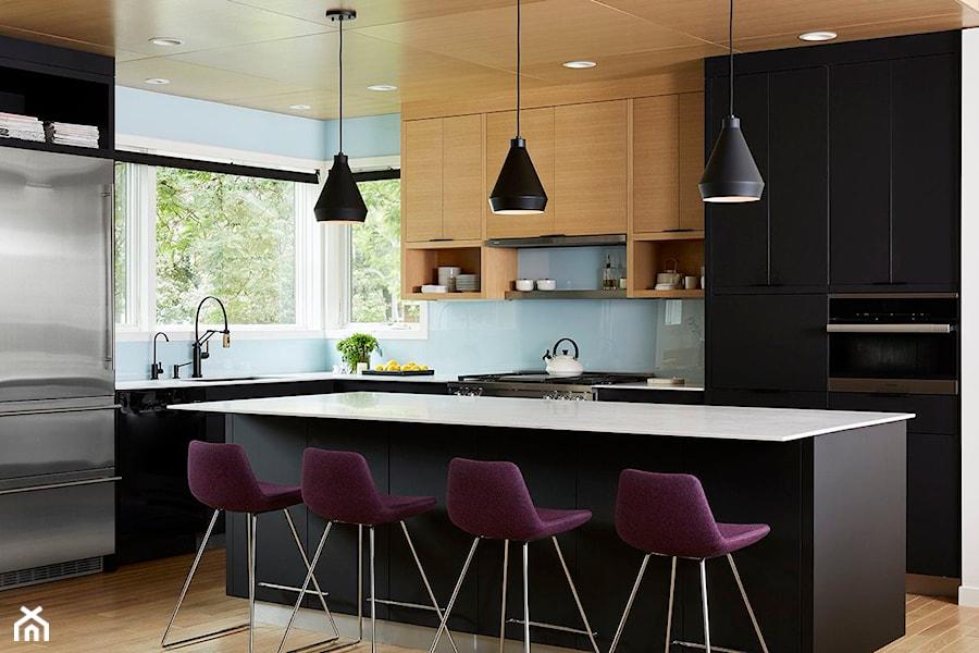 Aranżacje wnętrz - Kuchnia: RAUVISIO brilliant - Duża otwarta niebieska kuchnia w kształcie litery l z wyspą z oknem, styl nowoczesny - REHAU. Przeglądaj, dodawaj i zapisuj najlepsze zdjęcia, pomysły i inspiracje designerskie. W bazie mamy już prawie milion fotografii!