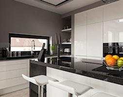 RAUVISIO brilliant - Duża otwarta szara kuchnia w kształcie litery l w aneksie z oknem, styl nowoczesny - zdjęcie od REHAU