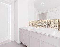 J2 - Średnia biała łazienka w bloku w domu jednorodzinnym bez okna, styl klasyczny - zdjęcie od STUDIO CIESIELSKA