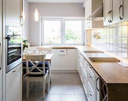 Biała kuchnia w wiejskim stylu - Kuchnia, styl rustykalny - zdjęcie od Esona Architektura