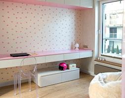"""Apartament """" Oaza kobiecości """" - zdjęcie od KAZA INTERIOR DESIGN"""