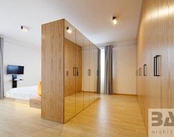 dom na Jurze - Mała średnia otwarta garderoba z oknem przy sypialni, styl nowoczesny - zdjęcie od BAK Architekci