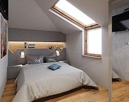 MIESZKANIE W STYLU NOWOCZESNYM - Mała biała sypialnia małżeńska na poddaszu, styl skandynawski - zdjęcie od KBW Architektura & Design