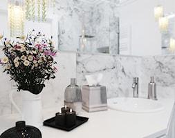 Łazienka z białym marmurem - zdjęcie od Aneta Talarczyk Pracownia Projektowa
