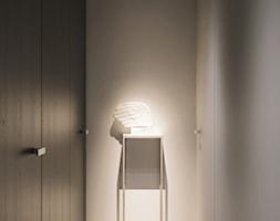 I37.16 | Wilanów, Warszawa PL - Mały biały hol / przedpokój, styl włoski - zdjęcie od DEKAA Architects