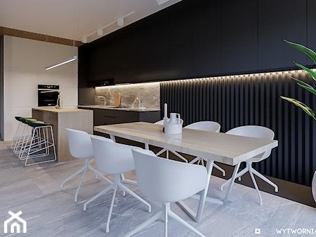 Aranżacje wnętrz - Kuchnia: 1 MAJA - Średnia otwarta szara czarna kuchnia w kształcie litery l z wyspą, styl nowoczesny - ARCHIWYTWÓRNIA Tomek Pytel. Przeglądaj, dodawaj i zapisuj najlepsze zdjęcia, pomysły i inspiracje designerskie. W bazie mamy już prawie milion fotografii!