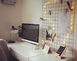 Biuro - Małe beżowe biuro domowe kącik do pracy - zdjęcie od Kasia