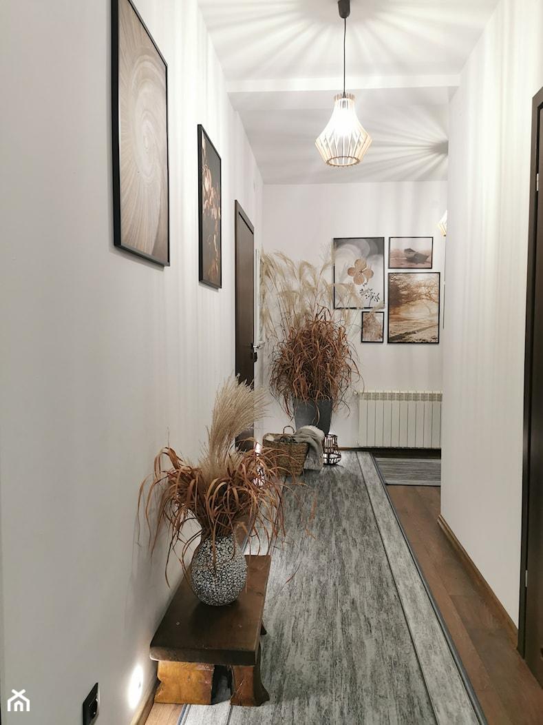 Długi przedpokój w domu jednorodzinnym - zdjęcie od wkawiarence.pl - Homebook