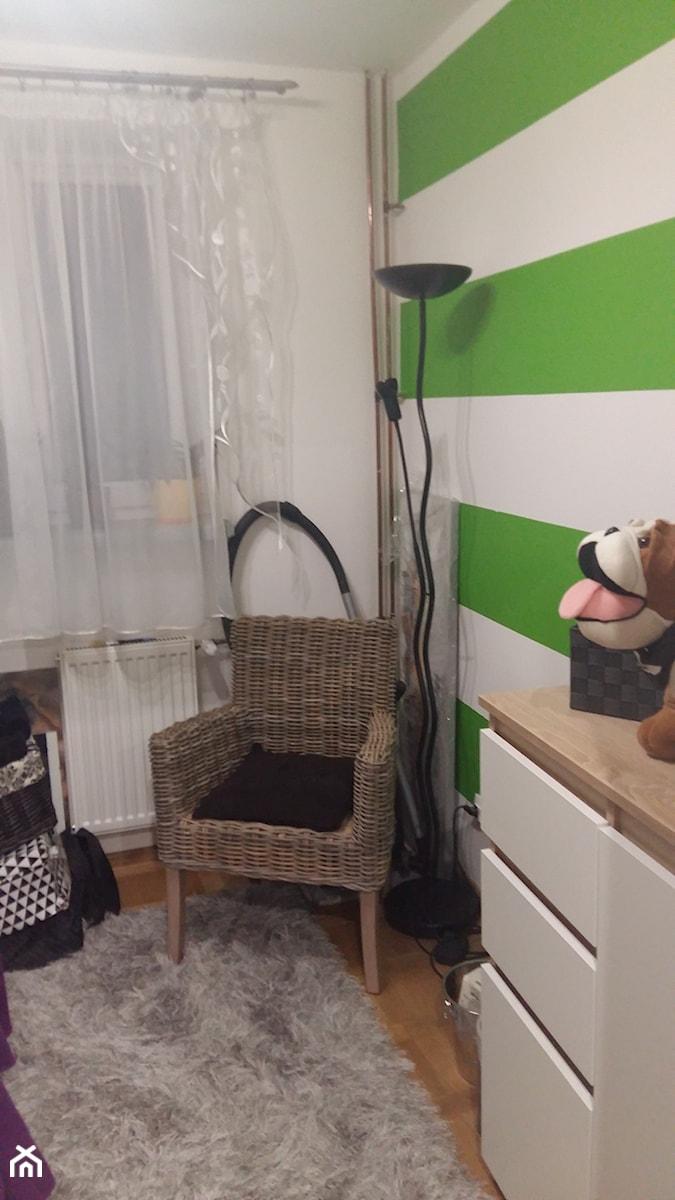 Generalny remont 50m mieszkania w bloku - Mały biały zielony pokój dziecka dla chłopca dla dziewczynki dla malucha, styl nowoczesny - zdjęcie od Kamil i Malwina