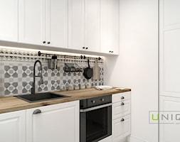 Mieszkanie - Mała zamknięta biała czarna kuchnia dwurzędowa, styl skandynawski - zdjęcie od UNIQUE INTERIOR DESIGN