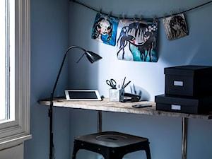 Pokój dziecka - Mały biały niebieski pokój dziecka dla chłopca dla dziewczynki dla ucznia dla malucha dla nastolatka, styl industrialny - zdjęcie od Caparol Polska Sp. z o.o.