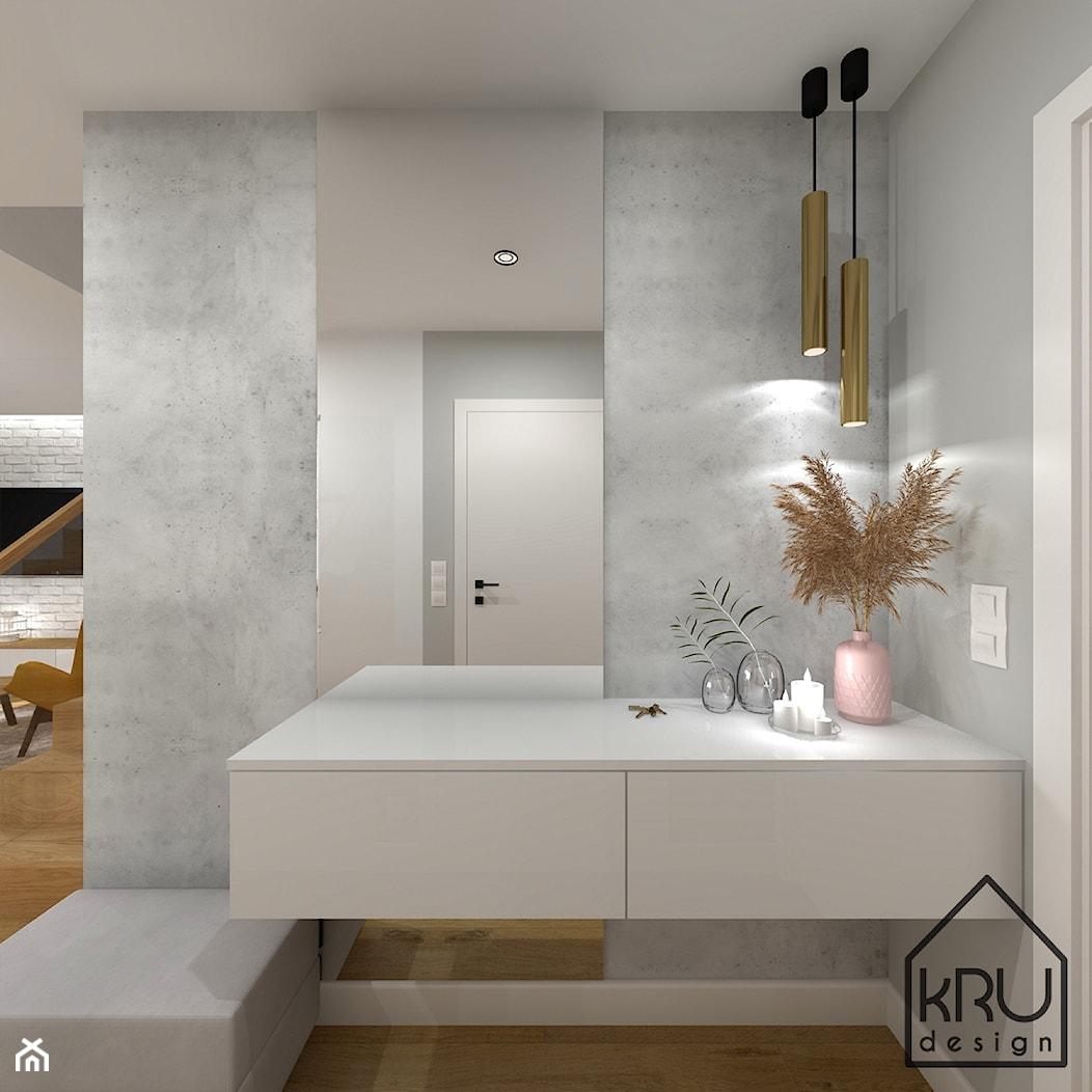 Cegła, beton i drewno w salonie - Hol / przedpokój, styl nowoczesny - zdjęcie od KRU design - Homebook