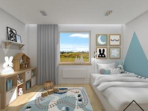 Pastelowy pokój dziecięcy - Średni biały niebieski pokój dziecka dla chłopca dla malucha, styl skandynawski - zdjęcie od KRU design