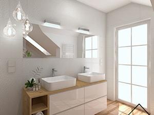 Łazienka w bieli i drewnie - Łazienka na poddaszu w domu jednorodzinnym z oknem, styl nowoczesny - zdjęcie od KRU design