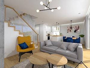 Cegła, beton i drewno w salonie