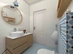Niebieska łazienka przy sypialni głównej - Średnia kolorowa łazienka w bloku w domu jednorodzinnym bez okna, styl skandynawski - zdjęcie od KRU design