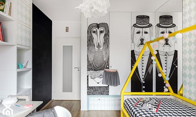 grafiki na szafie w pokoju dziecięcym